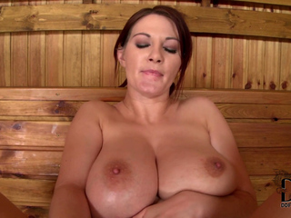 Vanessa - Hot In Sauna