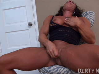 Female bodybuilder strokes her huge clit