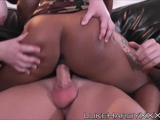 Lola Marie and Saskia Squirts got their wet holes drilled