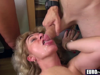French mature Isabelle & Debbie anal